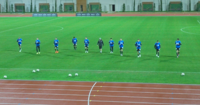 Austria Vienna substitutes warm-up in anticipation of the 2nd half.