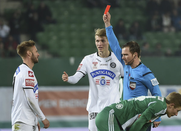 Martin Ehrenreich (left) receives a straight red card following a last man collision with Florian Kainz (front)- Round 22 (picture courtesy of GEPA pictures)