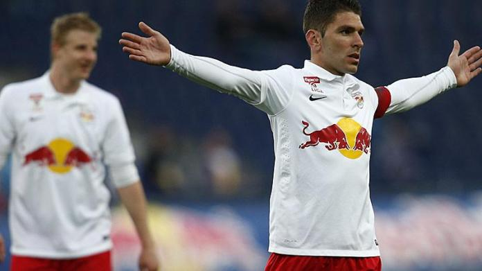 Jonathan Soriano celebrates after scoring in the 6:0 victory over Wiener Neustadt (picture courtesy of Laola1.at)