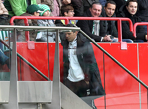 A dejected Kühbauer is sent to the stands following a clash with referee with Alexander Harkam as his Wolfsberger trailed 2:0 to Rapid Wien early on (picture courtesy of GEPA/ Christian Ort)