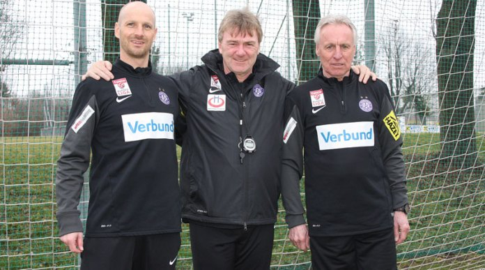 New coach Andreas Ogris (centre) (picture courtesy of Austria Wien)
