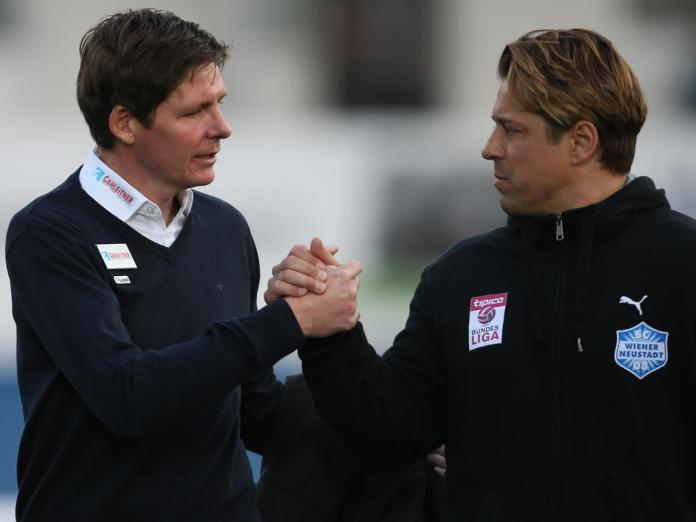 Ex-Ried coach Oliver Glasner locks hands with his successor Helgi Kolviddson during Ried's trip to Neustadt earlier in the season (picture courtesy of GEPA pictures/ Mario Kneis)