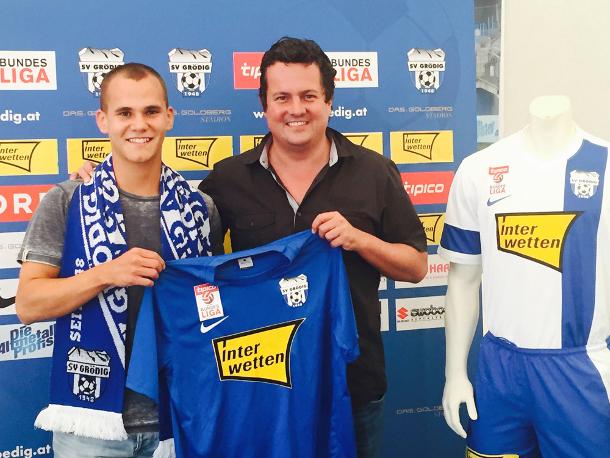 Christian Derflinger posing beside Grödig manager Christian Haas (photo courtesy of sv-groedig.at)