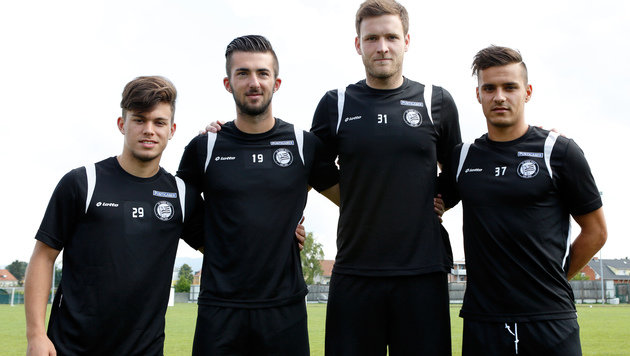Esser (centre right) with other Sturm new signings (picture courtesy of GEPA)
